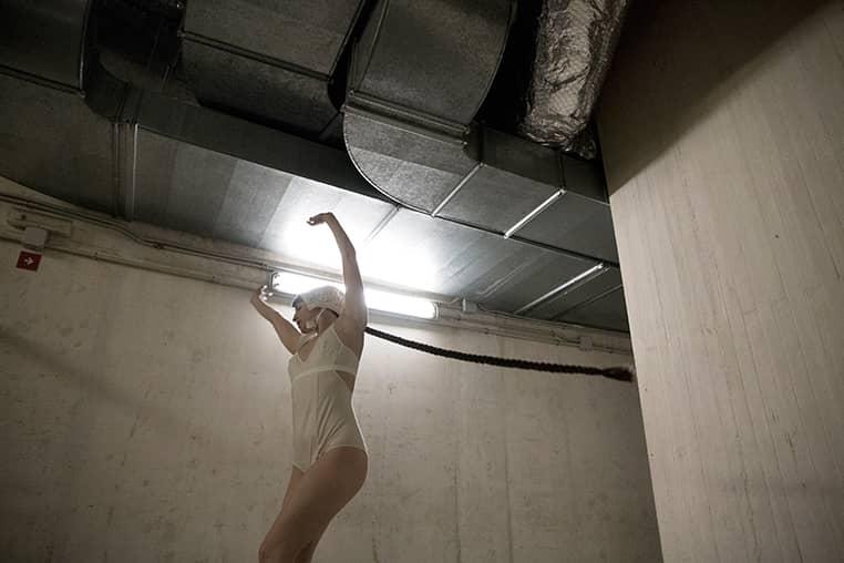 Ariadna Montfort Body Mia 002 talk under light