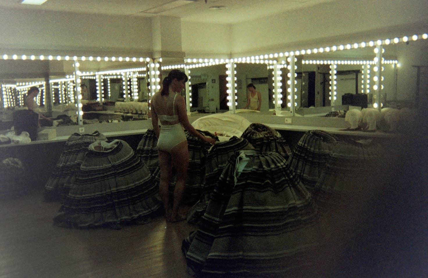 Ariadna Montfort Body Mia 005 talk under light