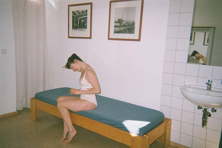 Ariadna Montfort Body Mia 012 talk under light