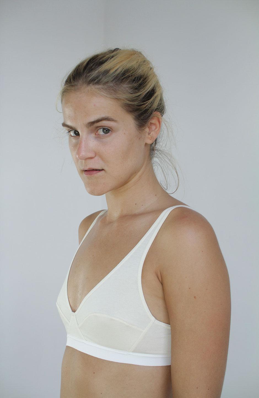 sujetador Mia de algodón orgánico crudo talk under light