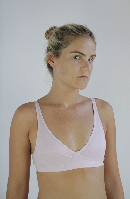 sujetador Mia de algodón orgánico rosa talk under light
